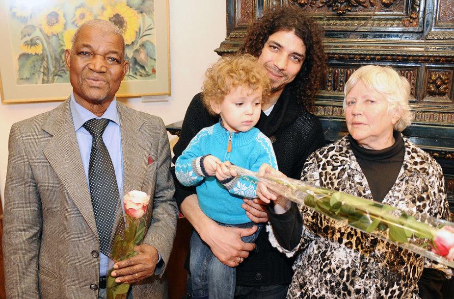 Viktoras Diawara su sūnumi Kipru ir tėvais – Gaoussou Diawara ir Viktorija Prėskienyte-Diawara