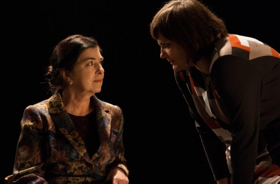"""Filmo """"Pasaulio virtuvė"""" herojė Aminat Saijeva ir režisierė Aistė Ptakauskė."""