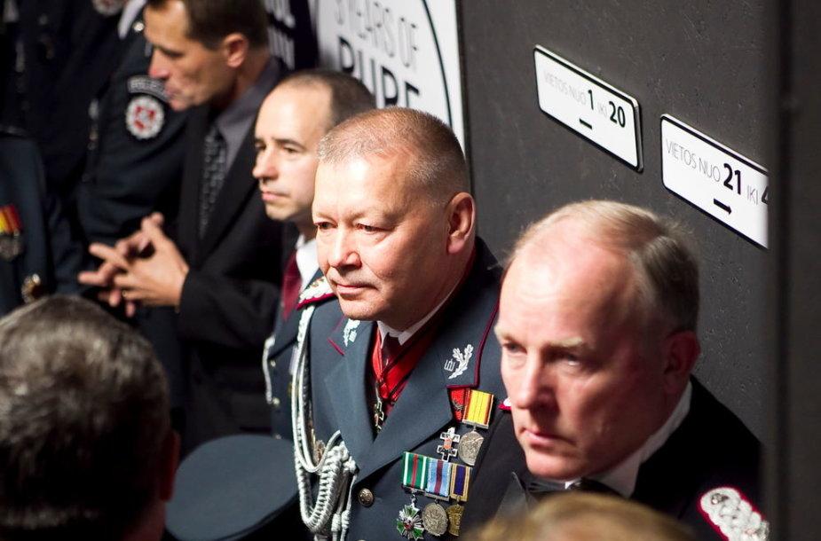 Vytautas Grigaravičius (centre)