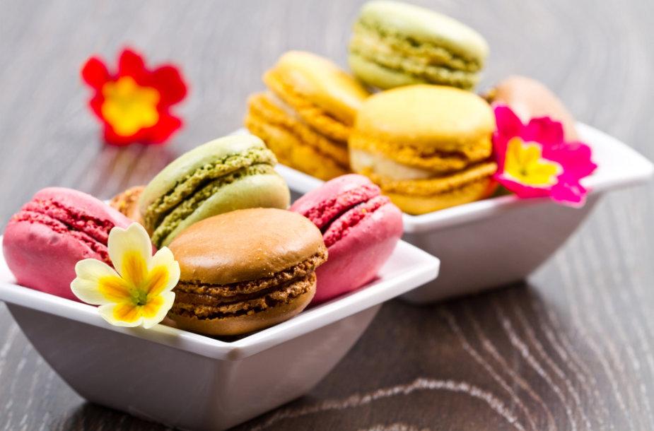 """Spalvingieji """"Macarons"""" – prancūzų virtuvės šedevras."""