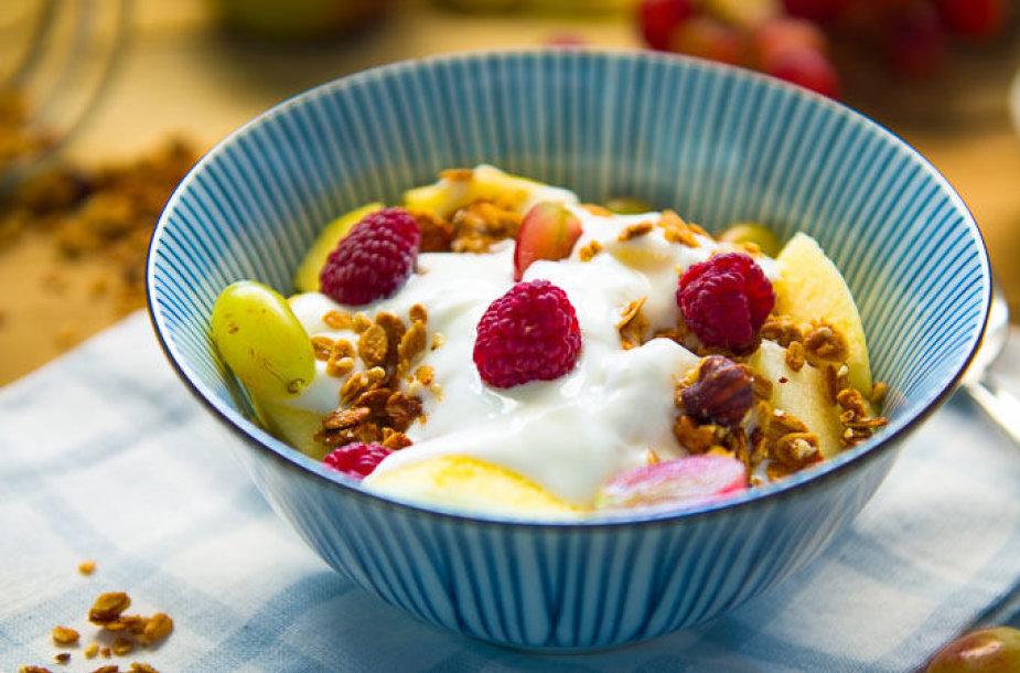 Granola su graikišku jogurtu