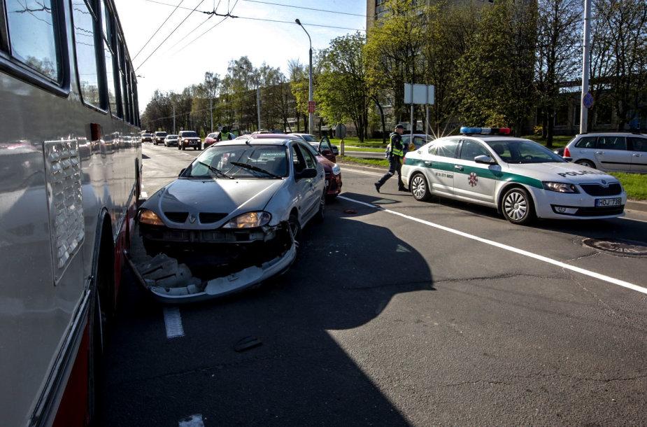 Degalų vagys Šeimyniškių gatvėje sukėlė masinę avariją