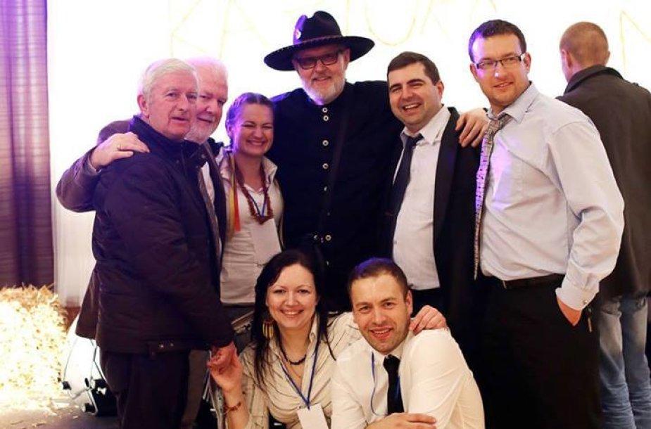 Dundalko lietuvių benrduomenės nariai su garbiais svečiais