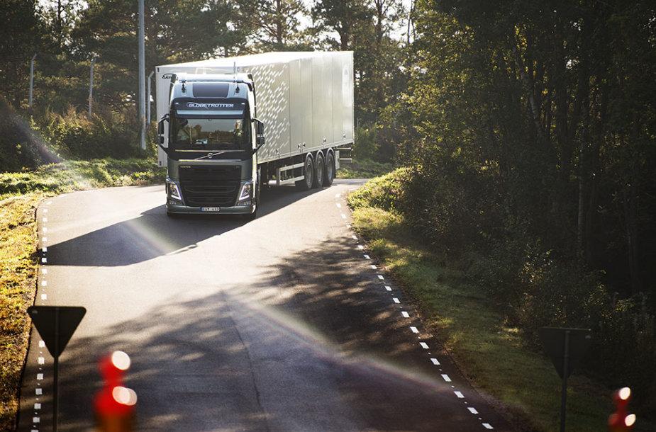 """""""Volvo Trucks""""duomenimis, efektyviai degalus naudojantis vairuotojas gali sumažinti dyzelino sąnaudas iki 10 proc."""