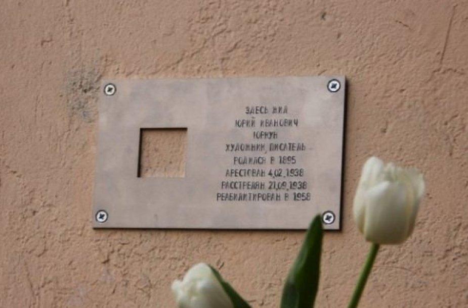 Sankt Peterburge atidengtas atminimo ženklas rašytojui Juozui Jurkūnui