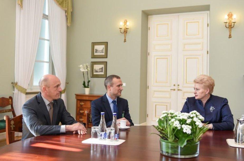 D.Grybauskaitė susitinka su naujuoju STT direktoriumi S.Urbanavičiumi ir naujuoju pavaduotoju Egidijumi Radzevičiumi.