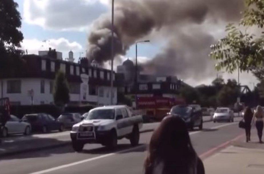 Londone deganti mečetė
