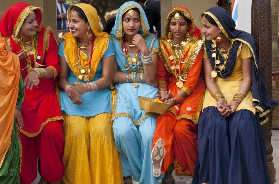 Indijos moterys.