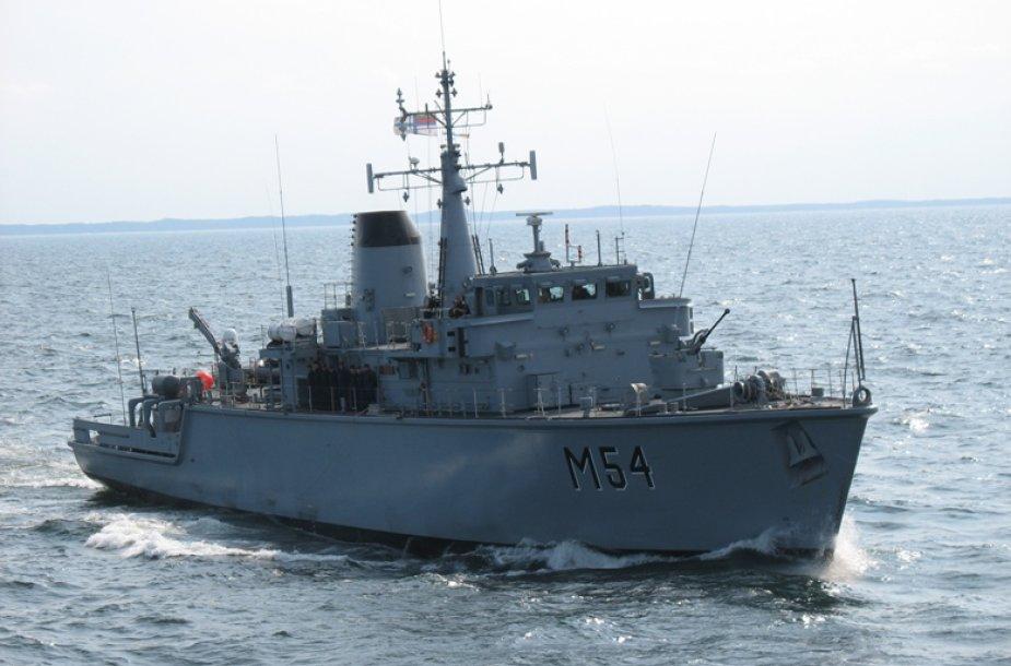 """Laivas """"Kuršis"""" dalyvauja pratybose Latvijos vandenyse."""