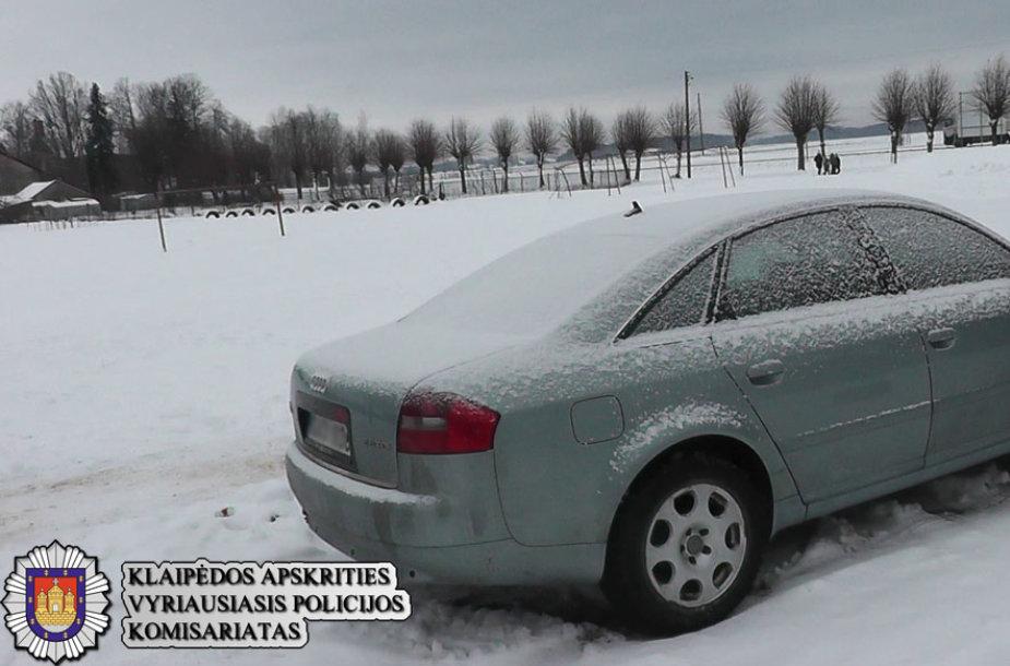 Vyrai įtariami ir šio automobilio vagyste.