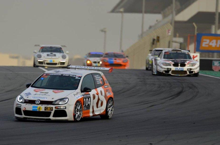 """""""R8 Motorsport"""" komanda Dubajaus 24 val. lenktynėse"""