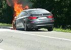 Nufilmuota greitkelyje – BMW degė kaip fakelas