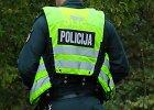 Naujojoje Akmenėje visiškai girta moteris įkando policininkui į ranką