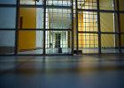 Panevėžio areštinėje mirė suimtas vyras, Utenoje sulaikytasis susižalojo ranką