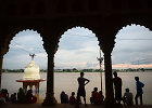 Indijoje per hinduistų apeigas nuskendo daugiau kaip 30 maldininkų