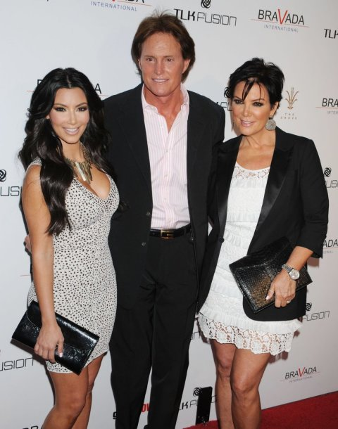 Kim Kardashian su patėviu Bruce'u Jenneriu ir mama Kris Jenner