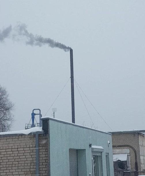 Dūmai iš gamyklos kamino