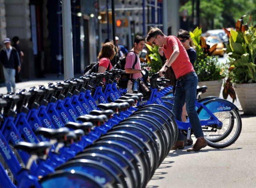 Niujorke jau galima išsinuomoti 6 000 viešųjų dviračių.