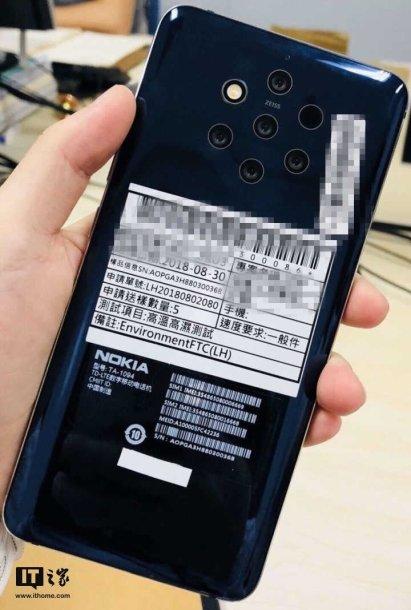"""Nutekėjusi """"Nokia"""" telefono su 5 fotoobjektyvais nuotrauka"""