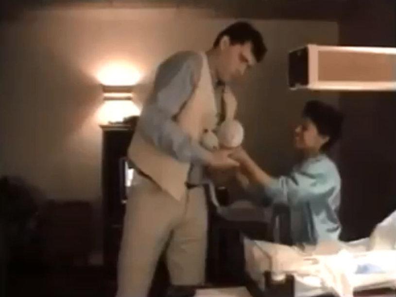 Arvydas Sabonis paima ant rankų sūnų Domantą