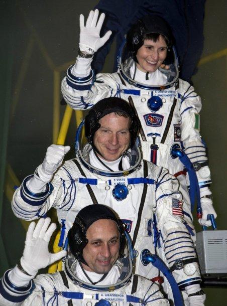 Antonas Škaplerovas (Rusija), NASA astronautas Terry Virtsas (JAV) ir ESA astronautė Samantha Cristoforetti