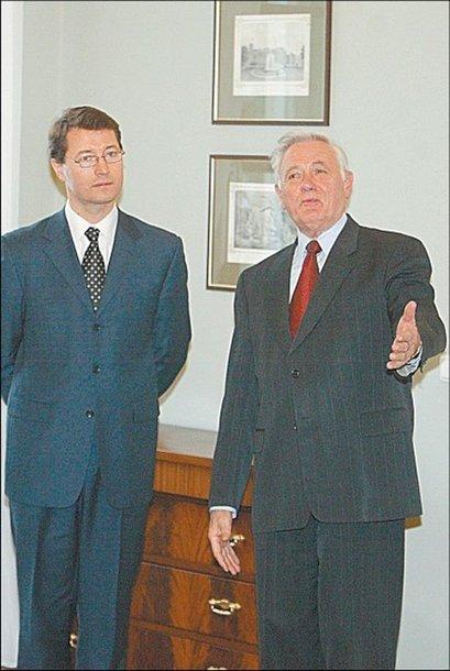 Įtaką prarado ir V.Adamkaus favoritas V.Valančius.