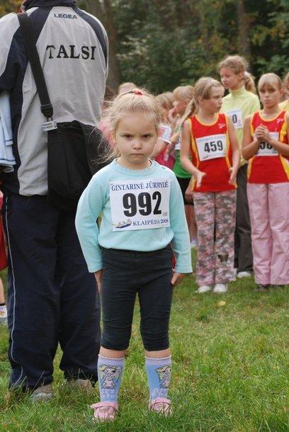 trimete begike2.jpgJauniausia varžybų dalyvė - trimetė Erika Pontežytė iš Gargždų. Ją į varžybas atsivežė bėgikas tėtis.