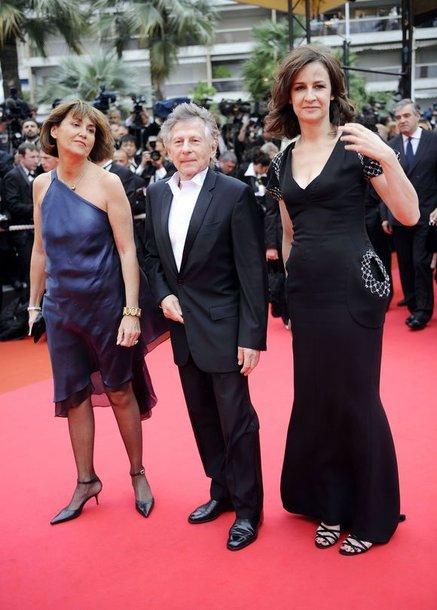 Pernai Kanų kino festivalyje R.Polanskį lydėjo Prancūzijos kultūros ministrė Christine Albonel (kairėje) ir aktorė Valerie Lemercier.