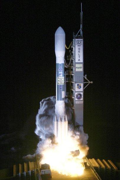 """Raketa """"Delta II"""""""