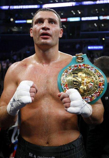 38 metų ukrainietis Vitalijus Kličko šeštadienį Los Andžele (JAV) apgynė sunkaus svorio pasaulio bokso čempiono titulą pagal WBC (World Boxing Council) versiją.
