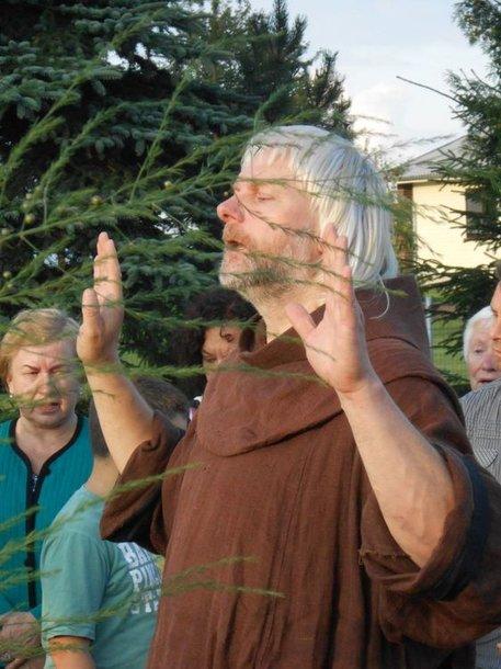 Minėjime dalyvavo ir maldai vadovavo Pakutuvėnų klebonas pranciškonas Gediminas Numgaudis
