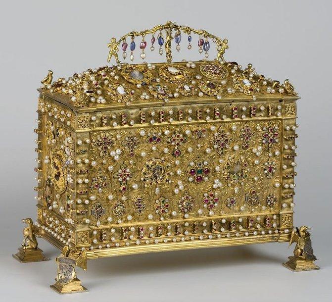 Lietuvos didžiajam kunigaikščiui ir Lenkijos karaliui Žygimantui Senajam priklausiusi  brangenybių skrynutė