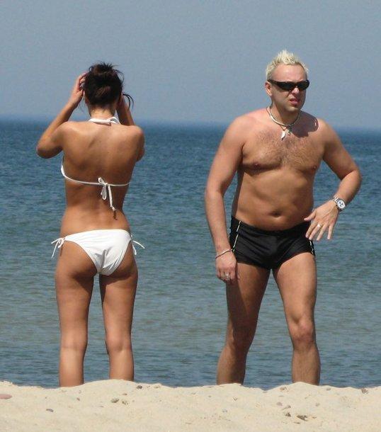 Foto naujienai: Egmontas Bžeskas ir Oksana Zlatkovaitė nudistų pliaže