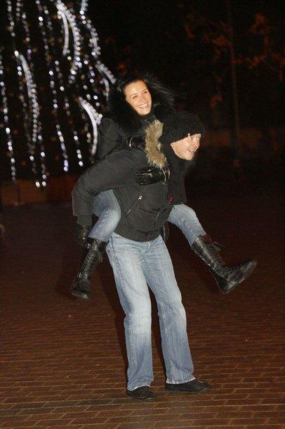 Foto naujienai: Indrė Mišeniovaitė ir Ramūnas Rudokas džiaugėsi eglute