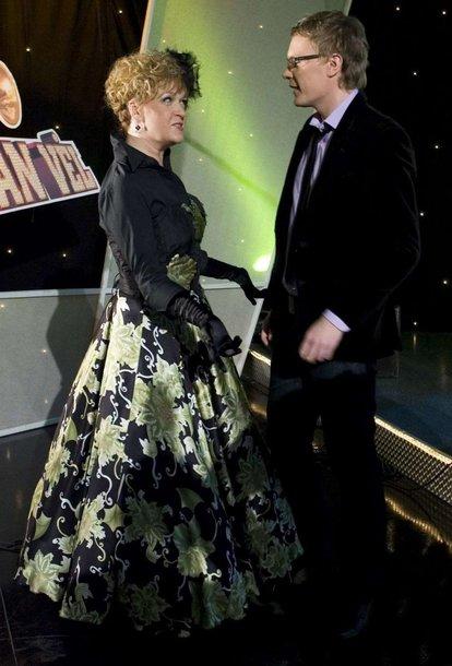 Foto naujienai: Kristinos Kazlauskaitės suknelei sunaudota 30 metrų medžiagos!