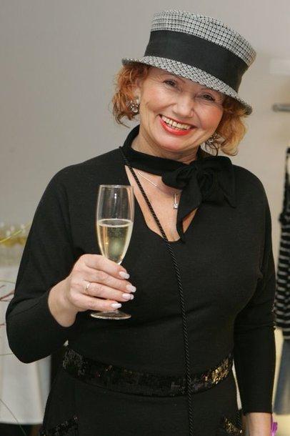 Foto naujienai: Joana Bartaškienė kolekcionuoja skrybėlaites