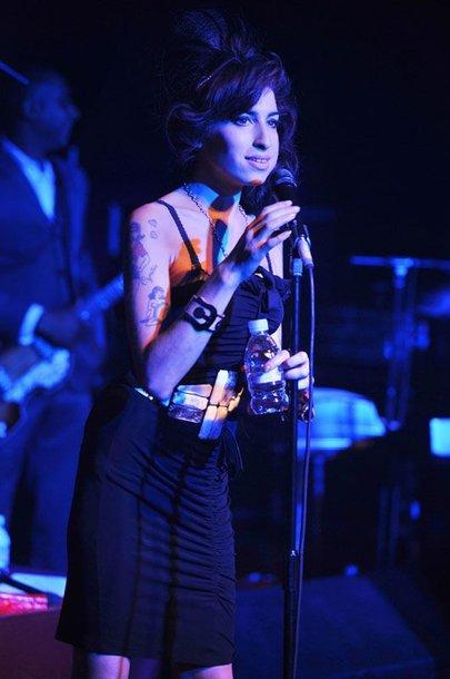 Foto naujienai: Amy Winehouse koncertuos karščiausiame narkotikų taške