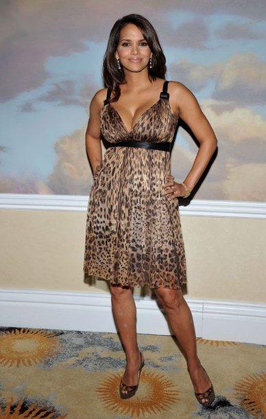 Foto naujienai: Kaip Halle Berry taiso savo figūrą?