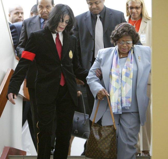 Foto naujienai: Michaelas Jacksonas (1958–2009). Gyvųjų orgijos prie mirusiojo