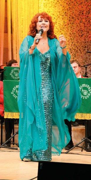 Foto naujienai: Nelly Paltinienė: suknelės nesensta!