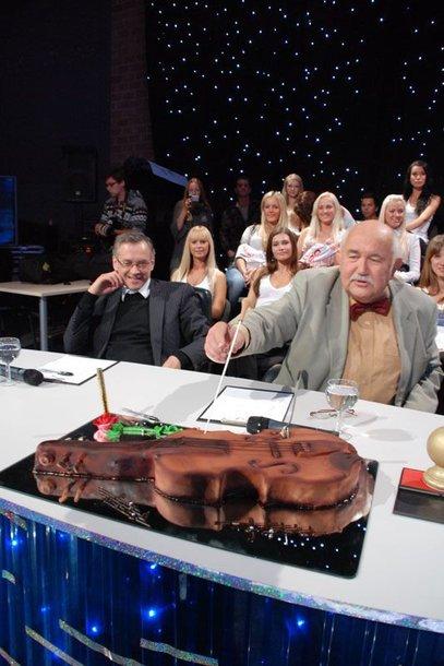 """Foto naujienai: Donatas Katkus humoro šou """"Nr.1"""" šventė savo gimtadienį su batuta ant batuto"""