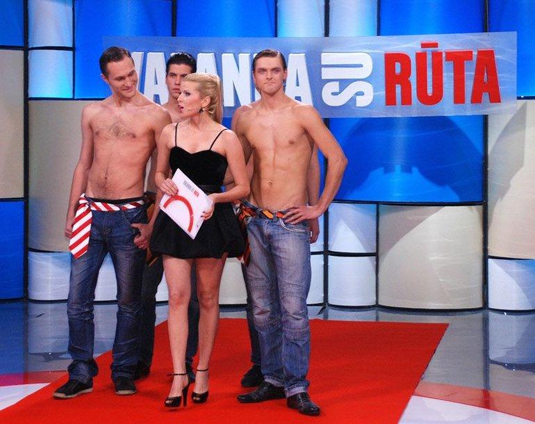 Foto naujienai: Rūta Mikelkevičiūtė savo laidoje pasirodė rekordiškai trumpa suknele