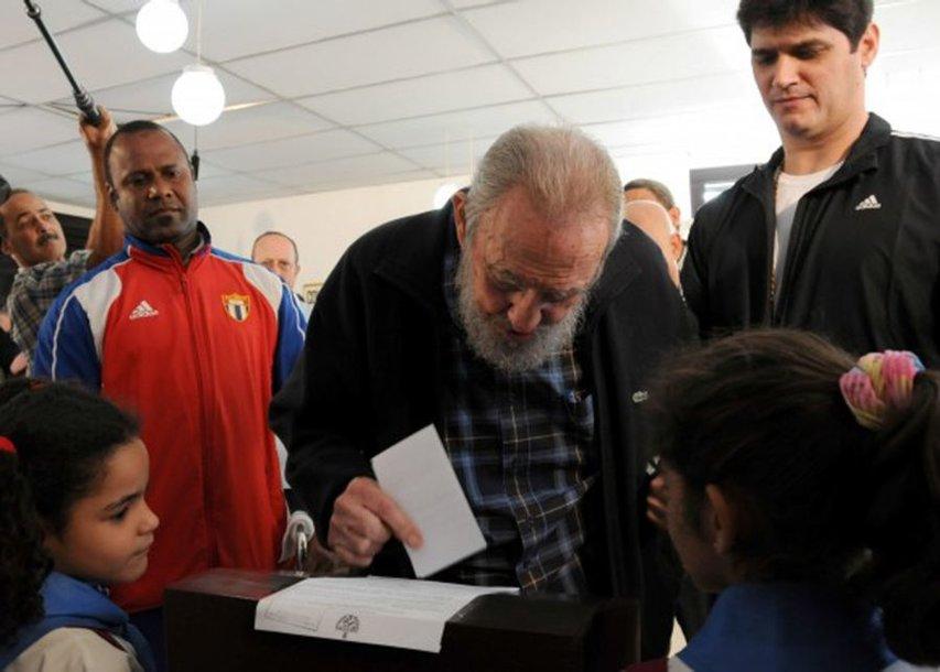 Fidelis Castro atiduoda savo balsą.