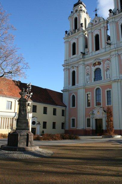 """""""Kotrynos vyninė"""" įsikūrusi prie Šv.Kotrynos bažnyčios prisiglaudusiame pastate."""