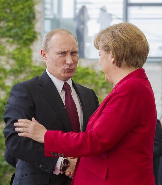 Rusijos prezidentas Vladimiras Putinas ir Angela Merkel