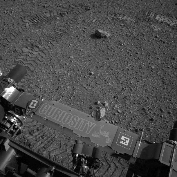 """Marsaeigio """"Curiosity"""" palikti padangų įspaudai"""