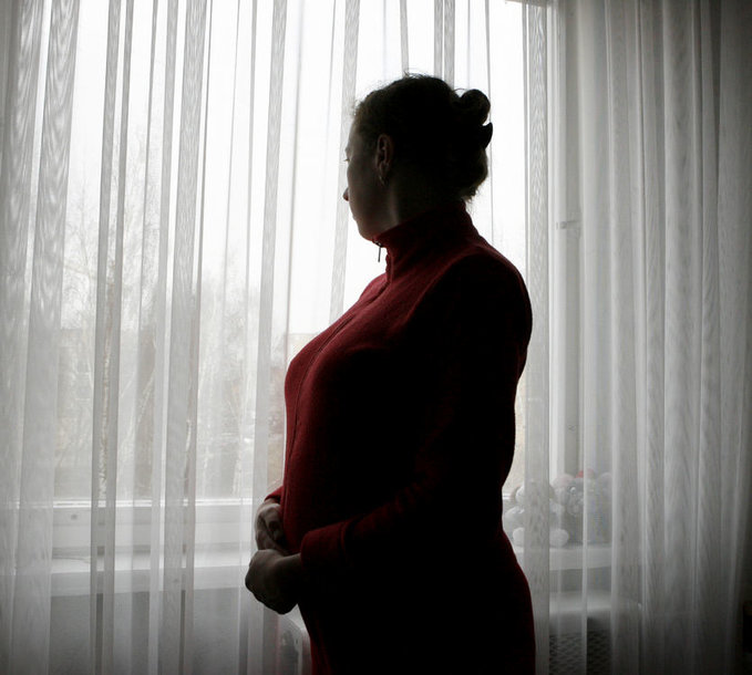 Smurtą patyrusios moterys priverstos bijoti, ar pareigūnų išvežti ir paleisti jų vyrai negrįš namo.