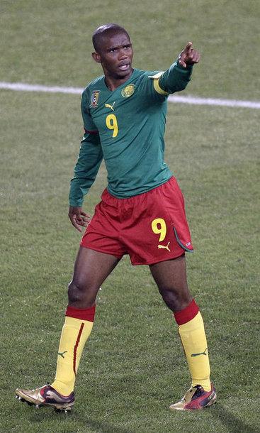 Камерунcкий футболист Самуэль Это'o во время матча ЧМ-2010.
