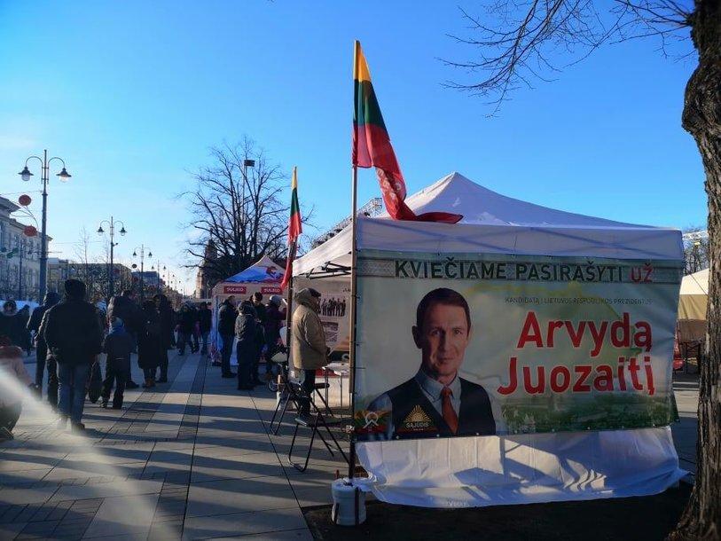 A.Juozaičio rinkiminio štabo palapinė Lukiškių aikštėje šeštadienį