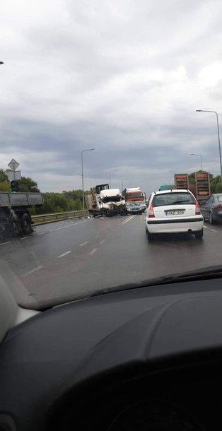 Avarija Kauno Užnemunės gatvėje: žuvo sunkvežimio vairuotojas